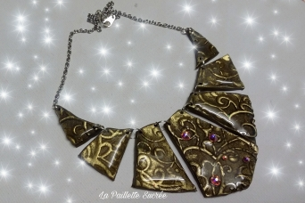 Le Collier Noir et Arabesque Or